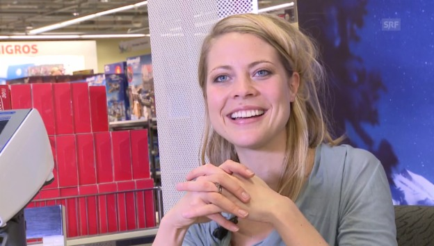 Video «Stars an der Kasse: Jaël im Supermarkt» abspielen