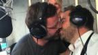 Video «Zarte Lippen: Nick Harmann versucht sich am Filmkuss» abspielen