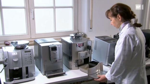 Video «Kaffeemaschinen: Teuer, aber selten gut» abspielen