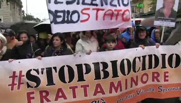 Video «Neapel: Protest gegen Giftmüll (unkommentiert)» abspielen