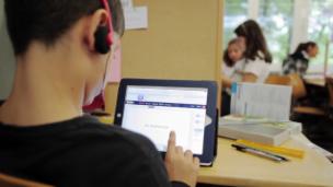 Video «Die Zukunft der Schule: Wie und was lernen unsere Kinder?» abspielen