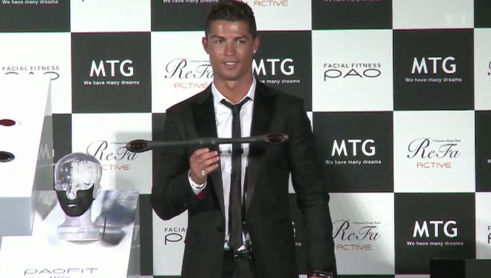 Cristiano Ronaldo trainiert seine Gesichts-Muckis