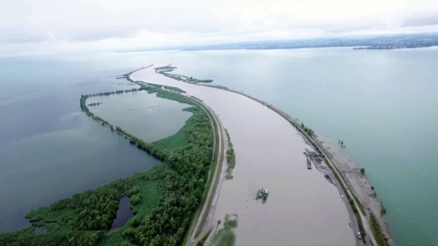 Video «Der Rhein von oben» abspielen