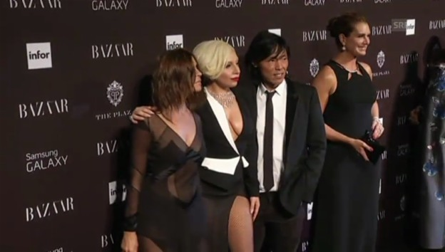 Video «Lady Gaga an der New York Fashion Week (unkomm.)» abspielen