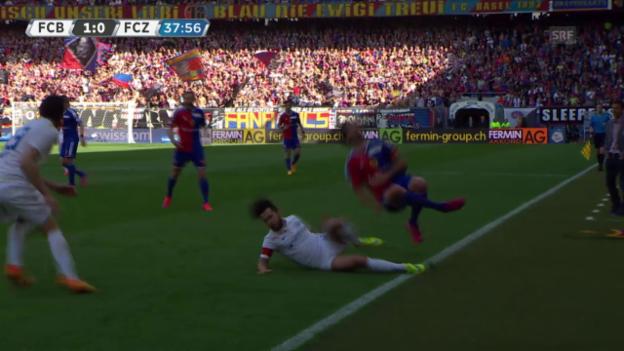 Video «Fussball: Super League, Basel - Zürich, rote Karte gegen Davide Chiumiento» abspielen