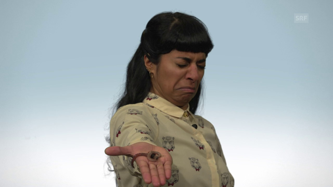 «Clip & Klar»-Moderatorin Reena graust vor dem Regenwurm