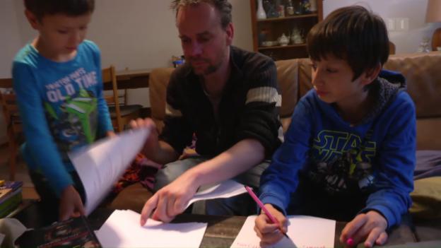 Video «Alleinerziehende Väter – Ihr Kampf um Anerkennung» abspielen