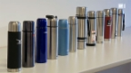 Video «Thermosflaschen: Nicht alle halten lange warm» abspielen