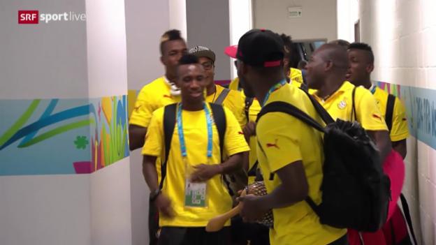 Video «FIFA WM 2014: Ghana-Spieler tanzen vor dem Spiel» abspielen