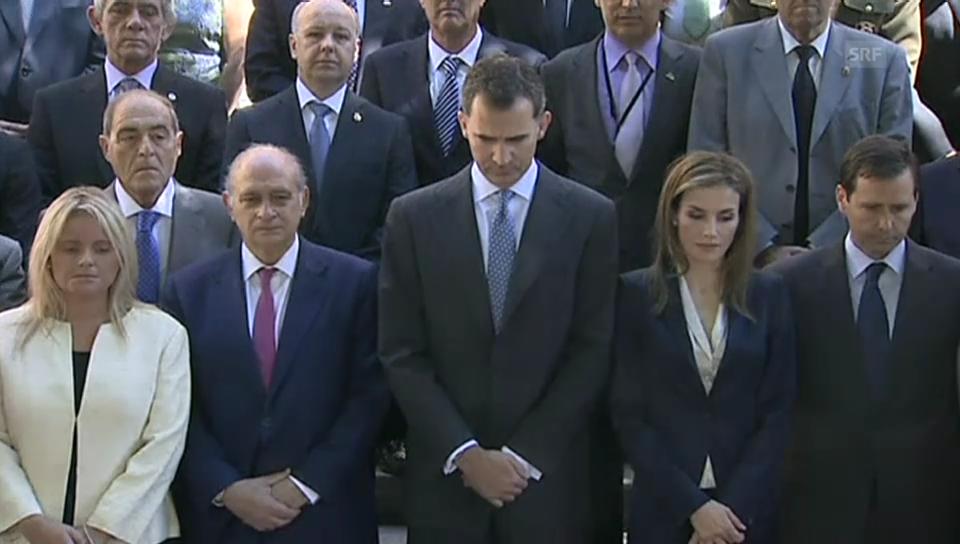 König Felipe und Königin Letizia bei Schweigeminute für Opfer des Terrorismus
