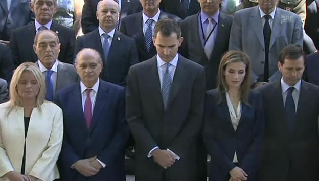 Video «König Felipe und Königin Letizia bei Schweigeminute für Opfer des Terrorismus» abspielen