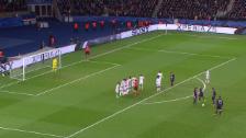 Video «Ibrahimovic bringt den PSG per abgefälschtem Freistoss in Front» abspielen