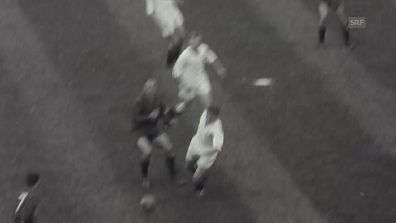 1957: Di Stefano schiesst 2 Tore gegen die Schweiz (Filmwochenschau)