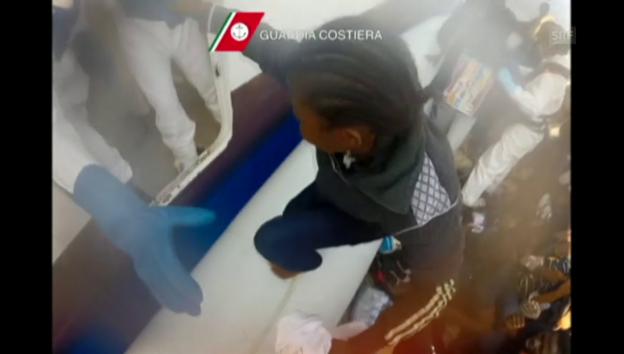 Video «Neuste Rettungsaktion durch die italienische Küstenwache» abspielen