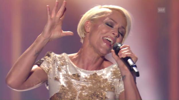 Video «DSDS-Jurorin Michelle singt vor der DGST-Jury - Mashed-Up» abspielen