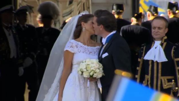 Video «Madeleine und Chris: Der offizielle Hochzeitskuss» abspielen