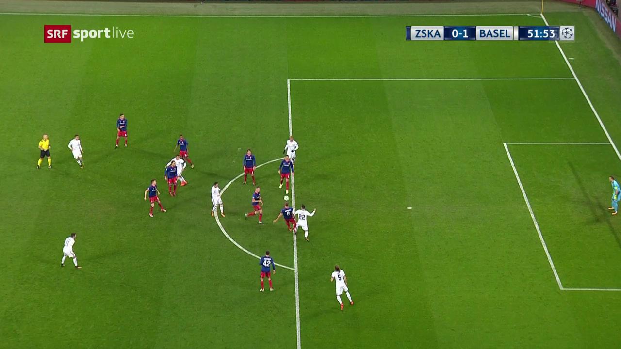 Ajetis Tor wird vom Schiedsrichter aberkannt