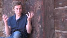 Video «Arno Camenisch über die Vielsprachigkeit in seiner Kindheit» abspielen