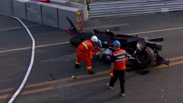 Video «Das turbulente Ende des 1. Formel-E-Rennens» abspielen