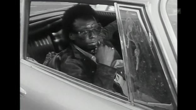 Video «Miles Davis kommt am Flughafen Zürich an (1971) (ohne Ton)» abspielen