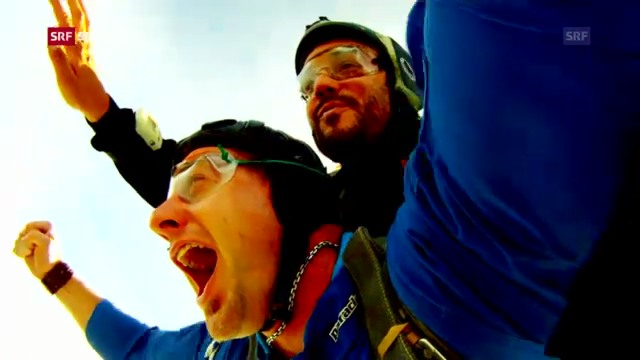 Philipp Laimbacher beim Fallschirmspringen