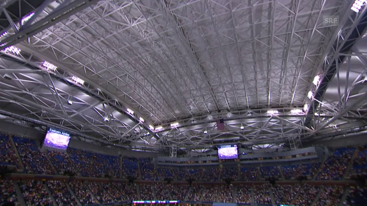 Premiere: Das Dach im Arthur Ashe Stadium wird geschlossen