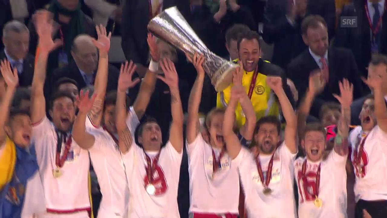 EL-Final: Die Pokal-Übergabe