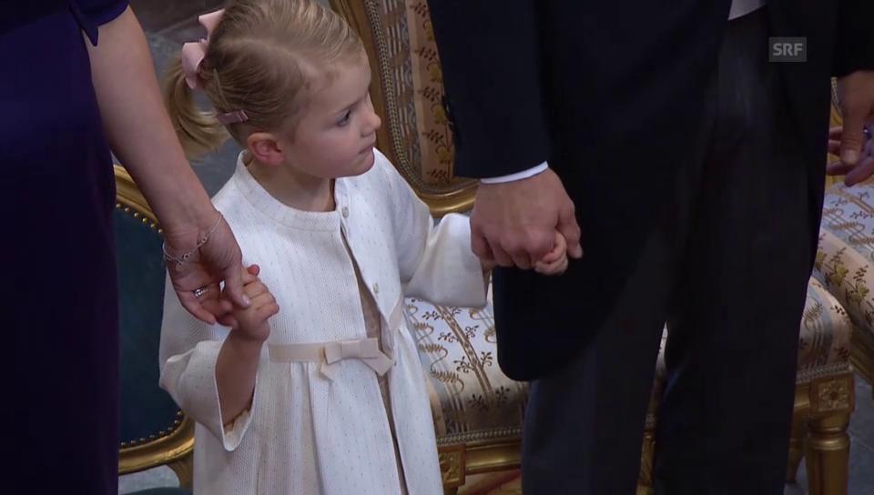 Prinzessin Estelle ist bei der Taufe ganz brav