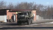 Video «Ukrainische Truppen verlassen Debalzewe (unkommentiert)» abspielen