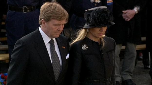 Video «Willem-Alexander und Máxima beim Totengedenken» abspielen