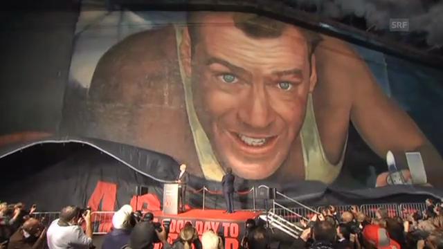 Präsentation des Bruce Willis-Gemälde in Los Angeles