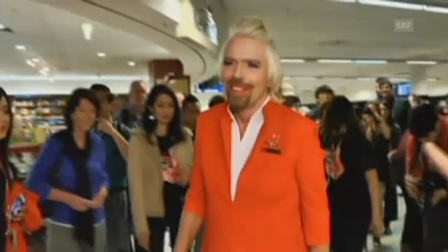 Richard Branson als sexy Stewardess