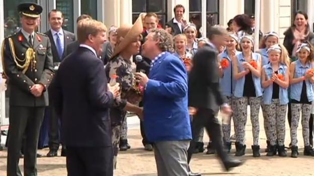 Video «Willem-Alexander und seine Máxima reisen durch die Niederlande» abspielen
