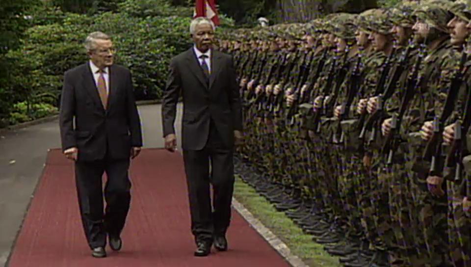 Mandela auf Staatsbesuch in der Schweiz (Tagesschau vom 30. September 1997).
