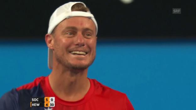 Video «Faire Tennis-Stars: Sock schenkt Hewitt Punkt» abspielen