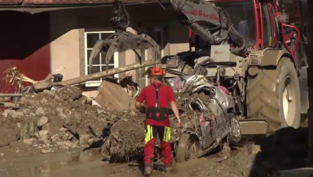 Video «Deutschland: Aufräumarbeiten in Braunsbach nach Unwetter» abspielen