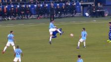 Link öffnet eine Lightbox. Video Schalke nach Foul verwirrt - Agüero profitiert abspielen