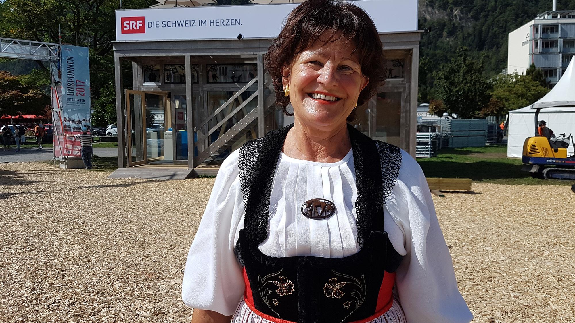 Brigitte Mäder und ihre Brienzer Sonntagstracht