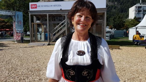 Video «Brigitte Mäder und ihre Brienzer Sonntagstracht» abspielen