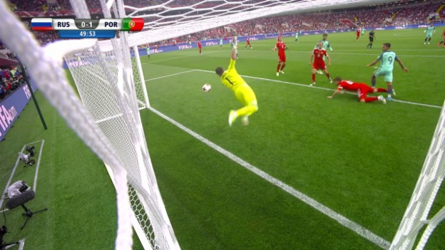 Video «Akinfeew rettet mirakulös gegen André Silva» abspielen