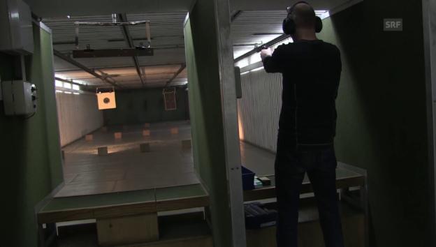 Video «Immer mehr Schweizer legen sich eine Waffe zu» abspielen