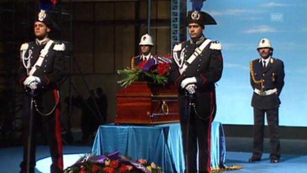 Video «Trauerfeier zum Tod Fellinis (Tagesschau, 2.11.1993)» abspielen
