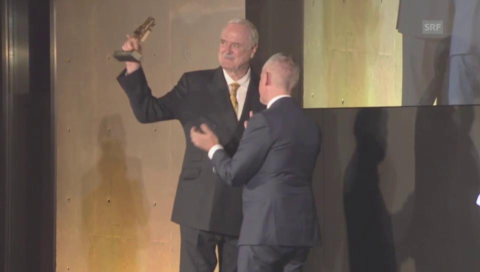 John Cleese bei der Preisübergabe (unkommentiert)