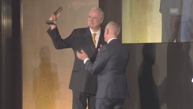 Video «John Cleese bei der Preisübergabe (unkommentiert)» abspielen