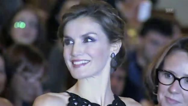 Video «Königin Letizia bei Filmvorführung (unkomm. Video)» abspielen