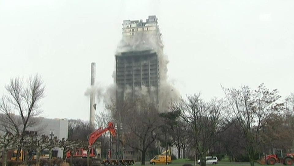 Beeindruckende Sprengung von Uni-Turm Frankfurt