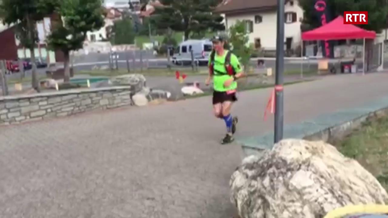 Damian Dosch arriva a Savognin, kilometer 135 da 200.