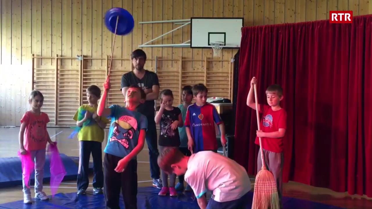 Circus Balloni - scolars Lumnezians fan circus