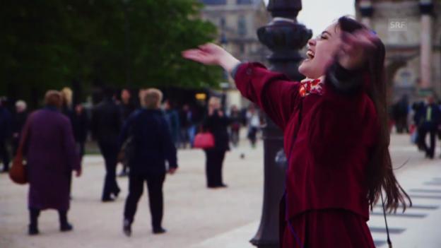 Video «Regula Mühlemann singt in der U-Bahn und im Park» abspielen