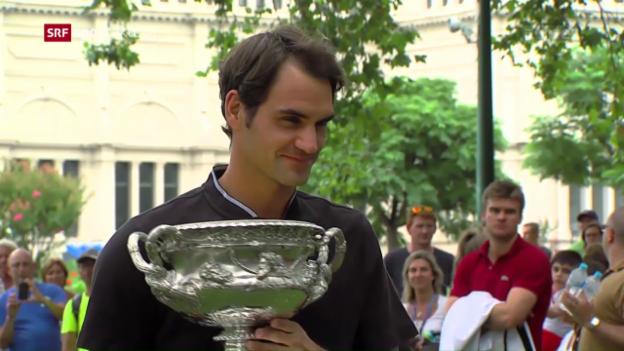 Video «Roger Federer am Tag nach dem Triumph in Melbourne» abspielen